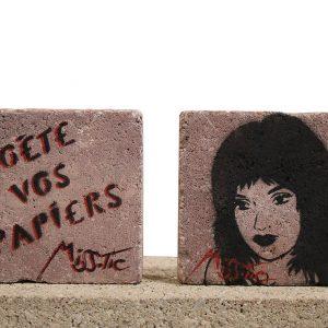 Miss Tic Pavé street art Poète vos papiers Galerie d'art en ligne